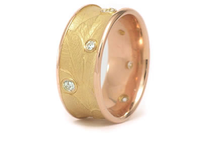 Diamond Ring with leaf pattern in yellow gold - Fine Jewelry Designs by Martinus