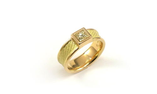 0.5ct princess cut diamond solitair in 18k yellow gold by Martinus