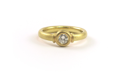 Solitair Diamond Ring in Yellow Gold 18k - handmade fine jewelry - Martinus