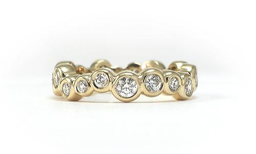 Diamond ring in 18 karat yellow gold by Martinus